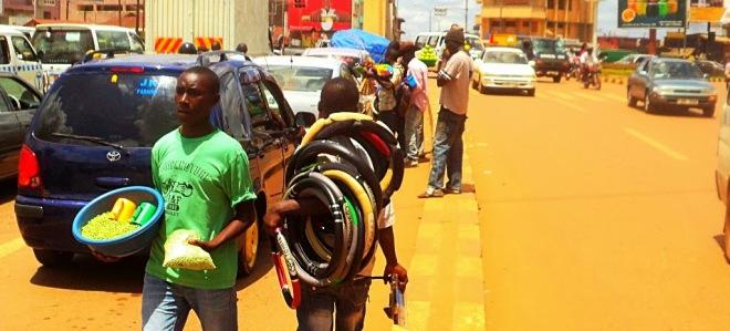 Street hawkers in Kampala (ityafrica.net)